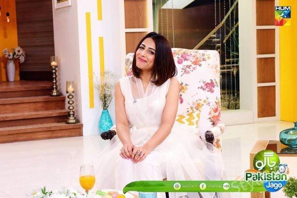 See Ushna Shah Looks Beautiful in White Dress at Jago Pakistan Jago