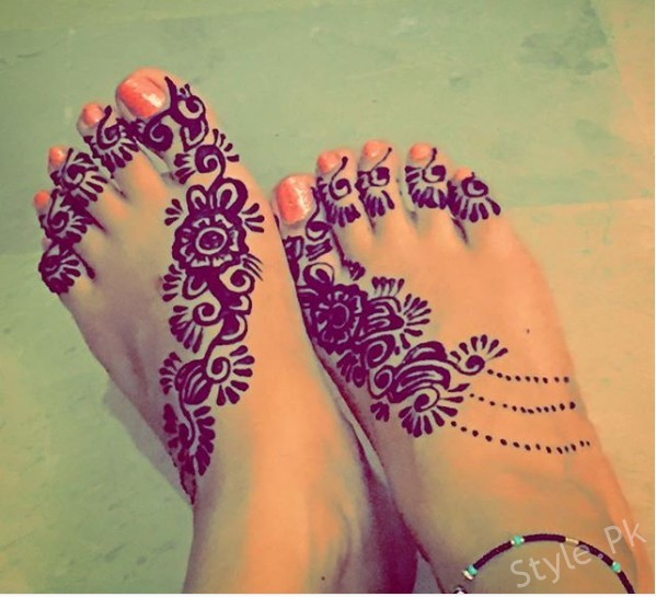 See Ayeza Khan shared her Beautiful Mehndi Design Pictures