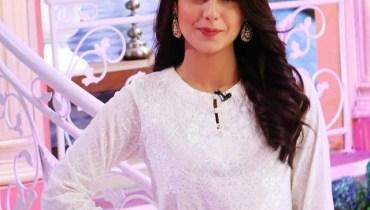 Gorgeous Iqra Aziz in Jago Pakistan Jago