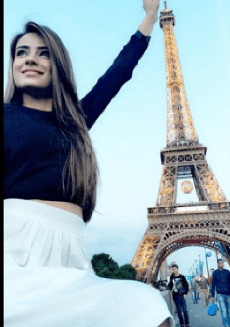 Alyzeh Gabol Spending Vacations In Paris