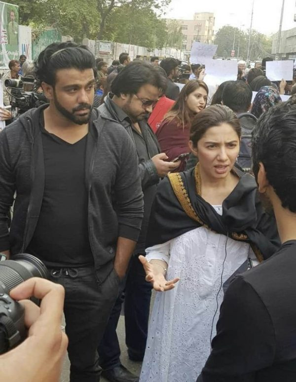 Pakistani Celebrities Protest On The Roads For Zainab