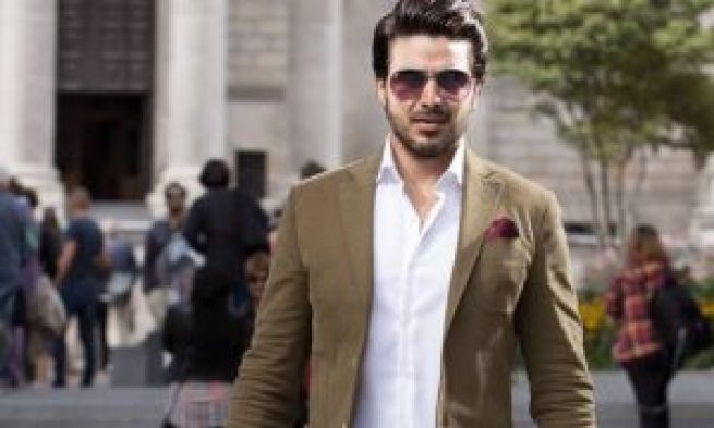 Ahsan Khan Respectful Behavior Towards His Fans Wins Heart