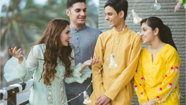 See Ayeza Kahn with her Siblings on Eid
