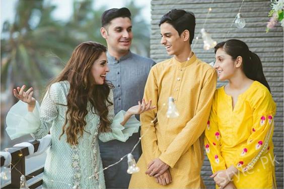 See Ayeza Kahn with her Siblings on Eid