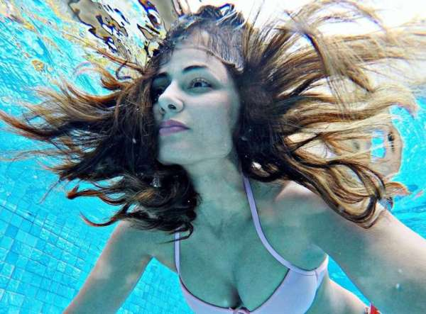 Hina Khan raised the temperature with her swimwear clicks