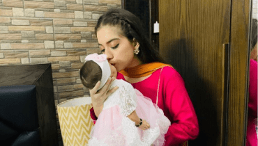 Latest Beautiful Clicks of Arisha Razi with her Niece