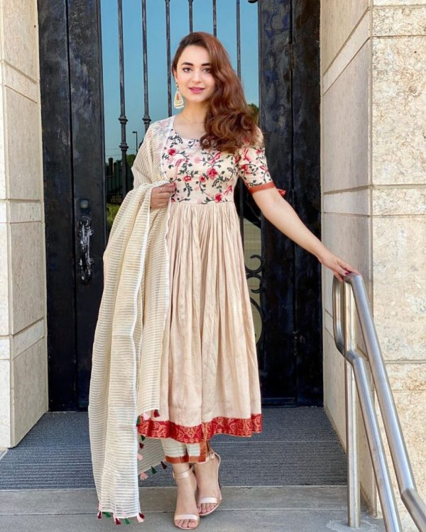 Yumna Zaidi Experimented With Her Look