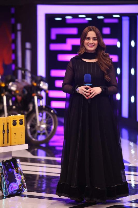 Aiman Khan Latest Beautiful Dress In Jeeto Pakistan