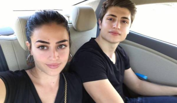 Esra Bilgic looks happy with her brother in latest post