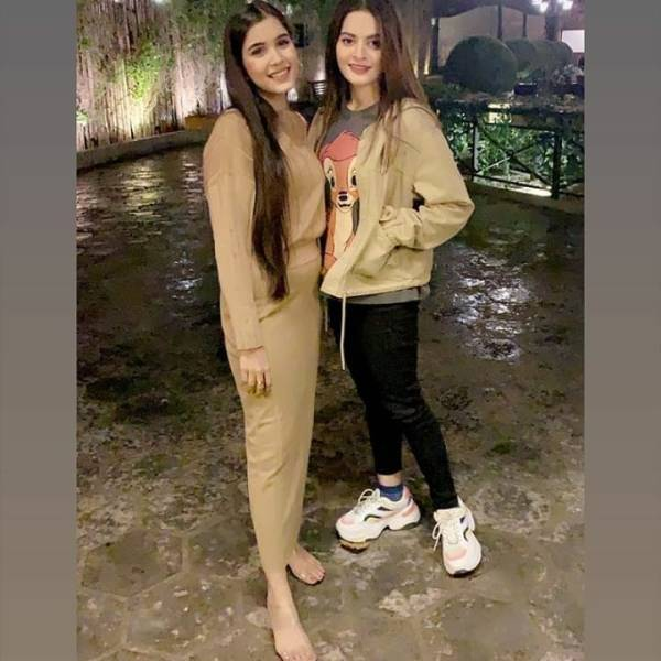 Latest Pictures of Minal Khan With Her Friends