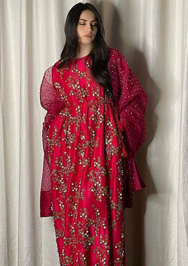 Neelum Muneer Looks Ravishing in Shocking Pink Outfit