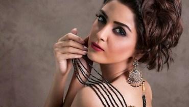 Maya Ali Mesmerizes Fans With Her Stunning Mirror Selfie