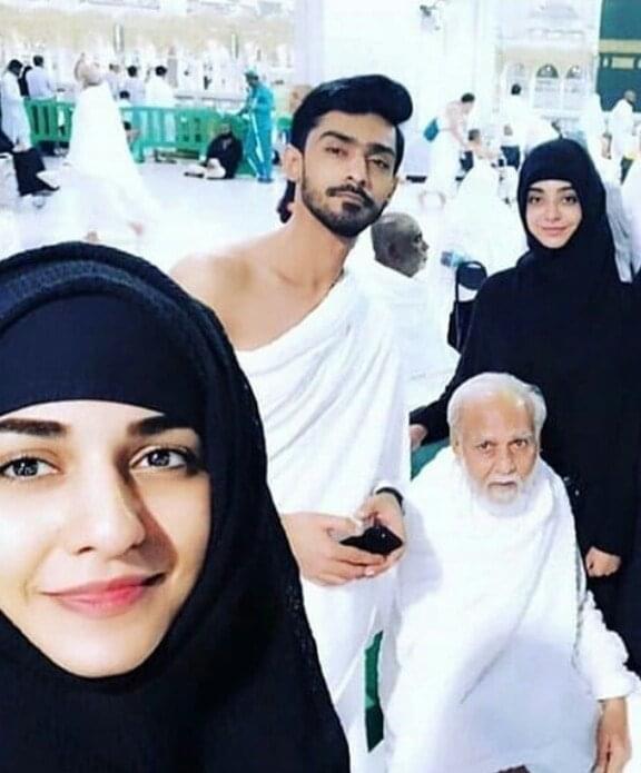 Sarah Khan's Father Passed Away