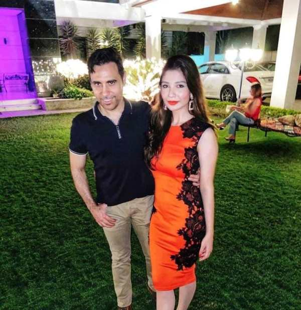 Singer Haroon Rashid's Hot Pictures With Wife