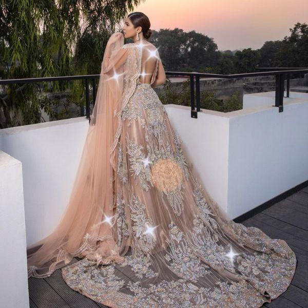 Ayesha Omar Dazzles In Backless Dress
