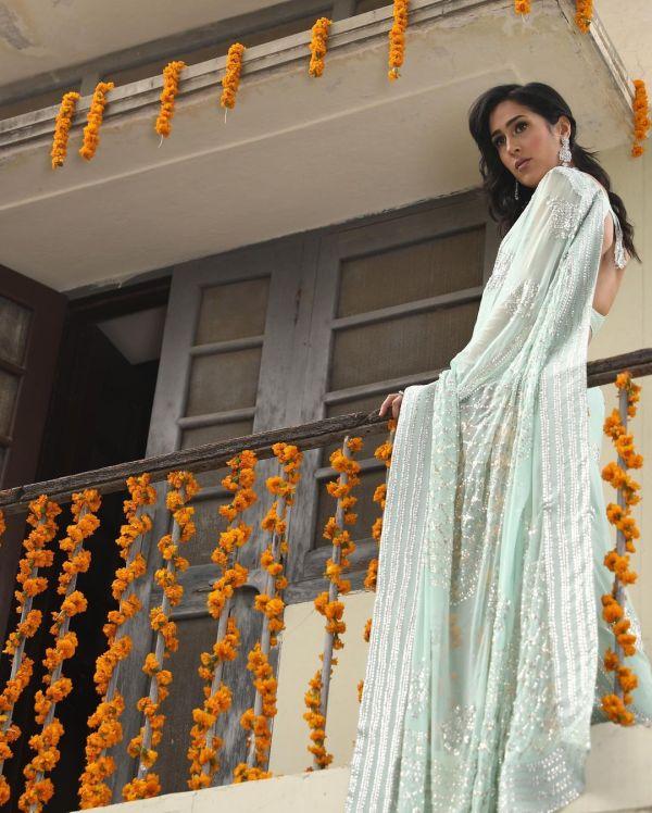Netizens Are Loving Mira Sethi In Saree