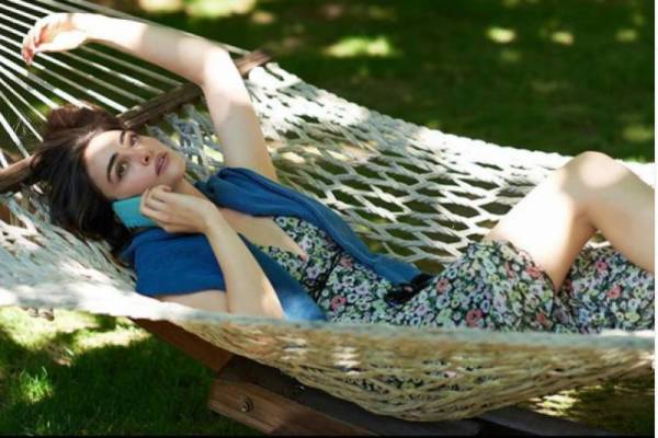 Ertugrul famed Esra Bilgic delights fans as her stunning photos