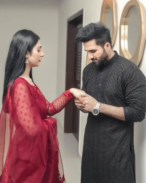 Falak Shabbir Gives Lovely Sarah Khan A Sweet Surprise