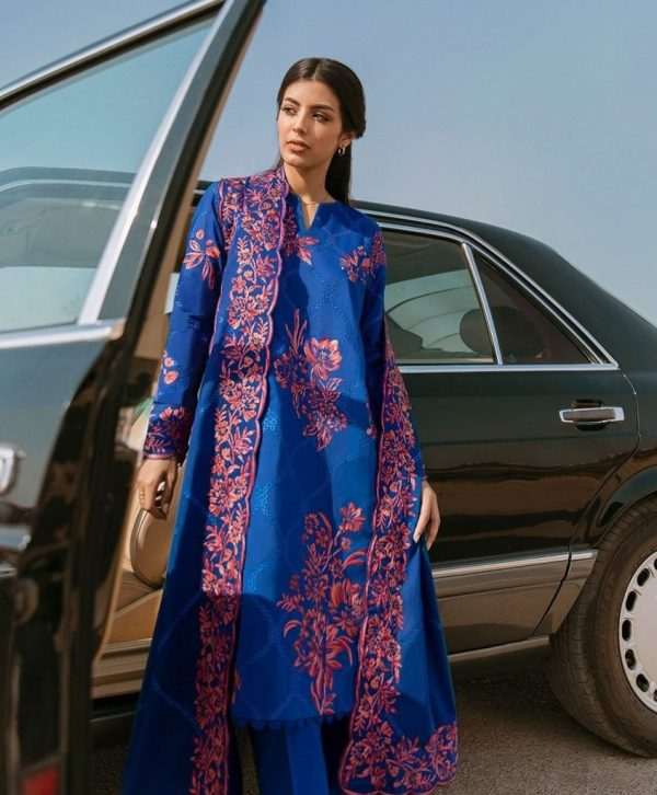 Syra Yousuf Looks Stunning Zaha Summer Lawn Collection