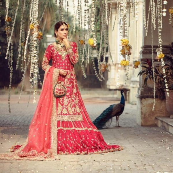 Ayeza Khan Looks Ethereal In Latest Bridal Shoot