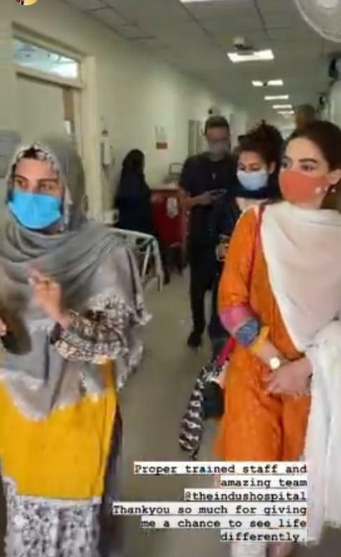 Minal Khan Visits Cancer Patients At Indus Hospital
