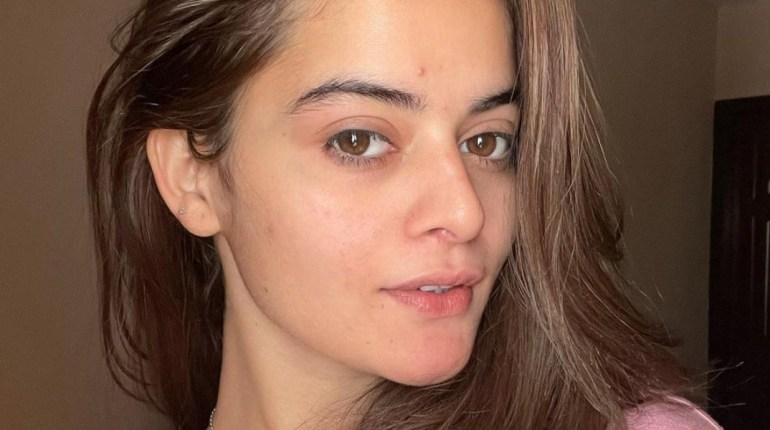 Minal Khan Shares Filterless Selfie On Instagram