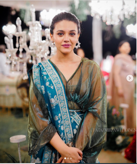 Zara Noor Abbas pregnant with her First Child show her Bump