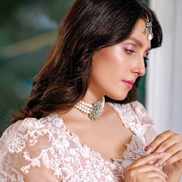 Ayeza Khan leaves fans floored with her latest Photoshoot