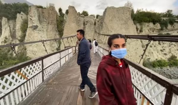 Adorable Couple Iqra Aziz & Yasir Hussain Road Trip To Hunza