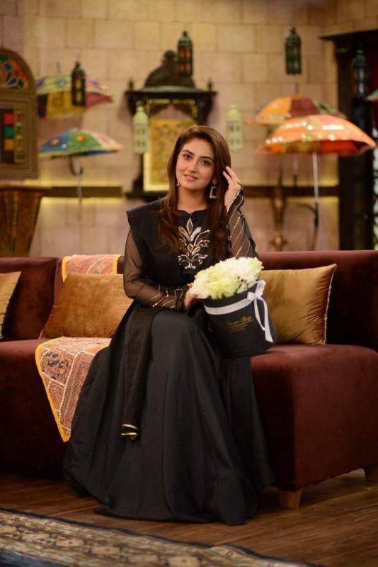 Hiba Bukhari In Her Melodious Voice Recites Naat,