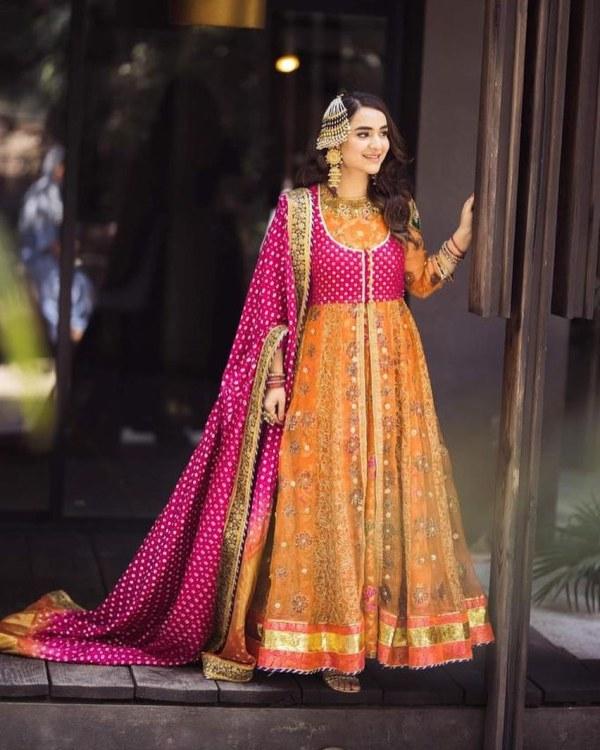 Yumna Zaidi Is Giving Anarkali Vibes In New Photos
