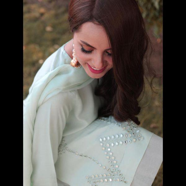 Nimra Khan Flaunts Ravishing Looks In Gorgeous Dress