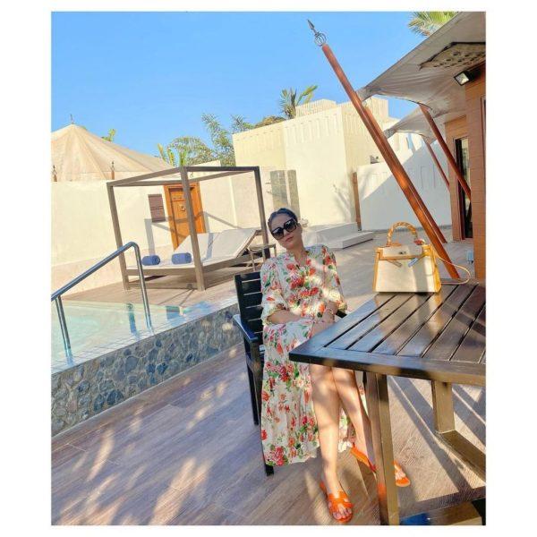 Alyzeh Gabol spending quality time with friends at Dubai Beach