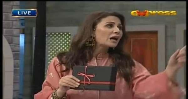 Nausheen Shah Got Angry On Aamir Liaquat During Live Show