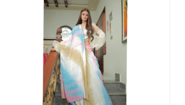 Hira Mani Shows New Mehndi Trends On Belly