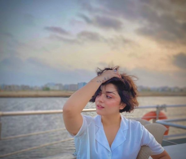 Vibrant Look of Gorgeous Alizeh Shah In New Hair Style