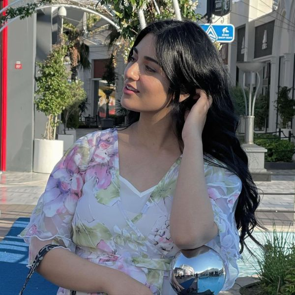 Sarah Khan Flaunts Her Pregnancy Glow In White Gown