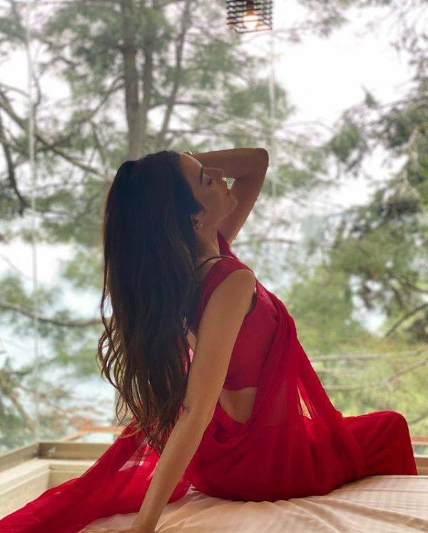 Sadia Khan Shocked Her Fans With Bold Red Saree Shoot