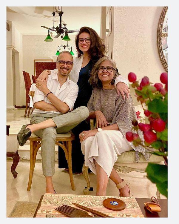 Zara Noor Abbas Shares Pregnancy News With Her Fans