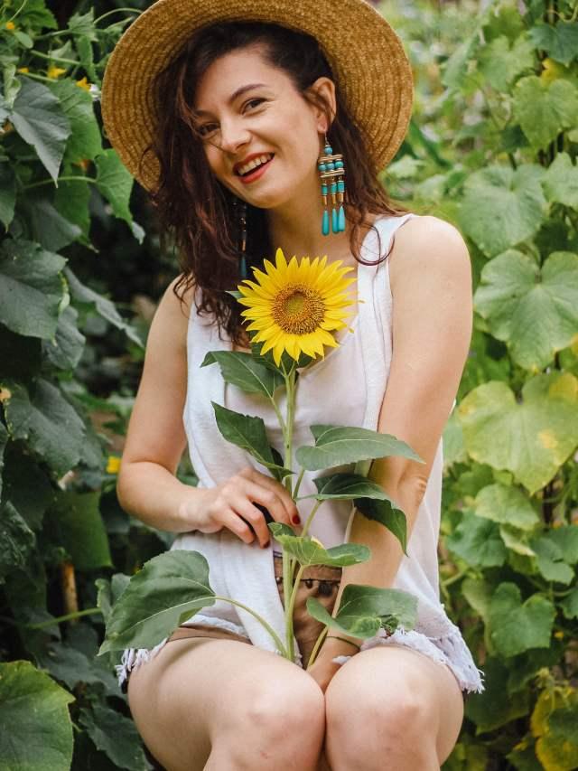 Portrait-SunFlower-Girl-With-Straw-Hat-Blue-drop-earings (8)