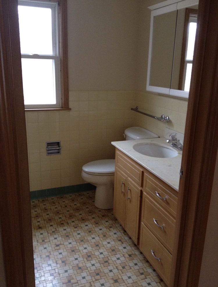 bathroom with rustoleum tub and tile paint