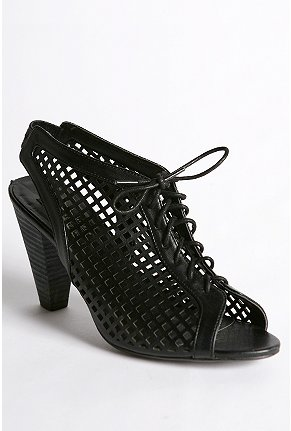 deena and ozzy cage heel