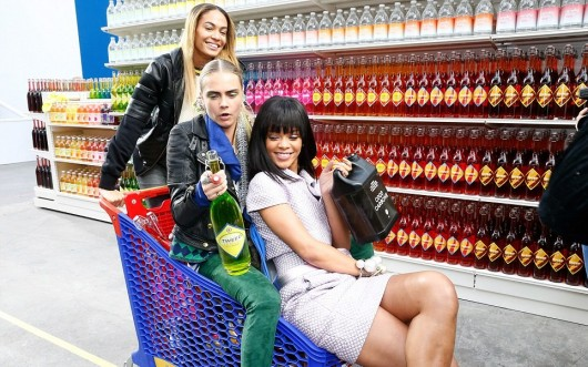 chanel-fall-winter-2014-15-ready-to-wear-decor-grocery-store-5