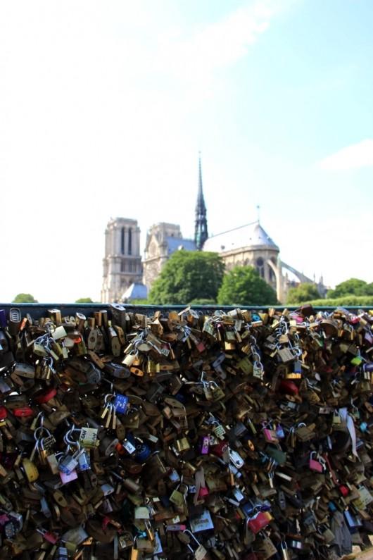 paris-france-notre-dame-love-locks-bridge