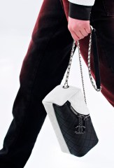 chanel-seoul-resort-cruise-2016-bags-accessories-6