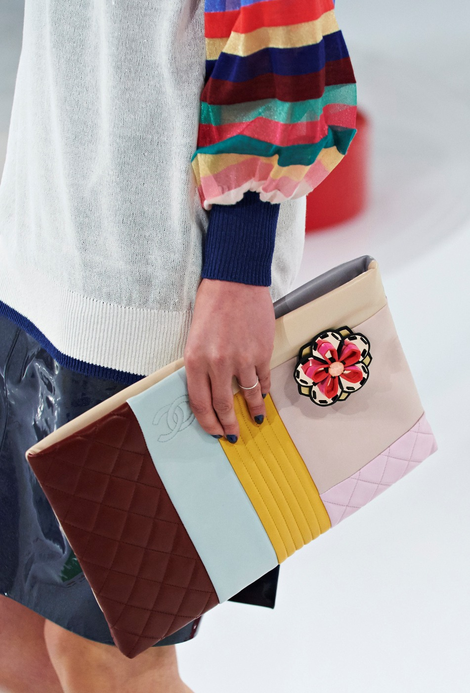 chanel-seoul-resort-cruise-2016-bags-accessories-7  0eecf00bb5890