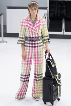 chanel-airlines-spring-2016-collection-luggage-2