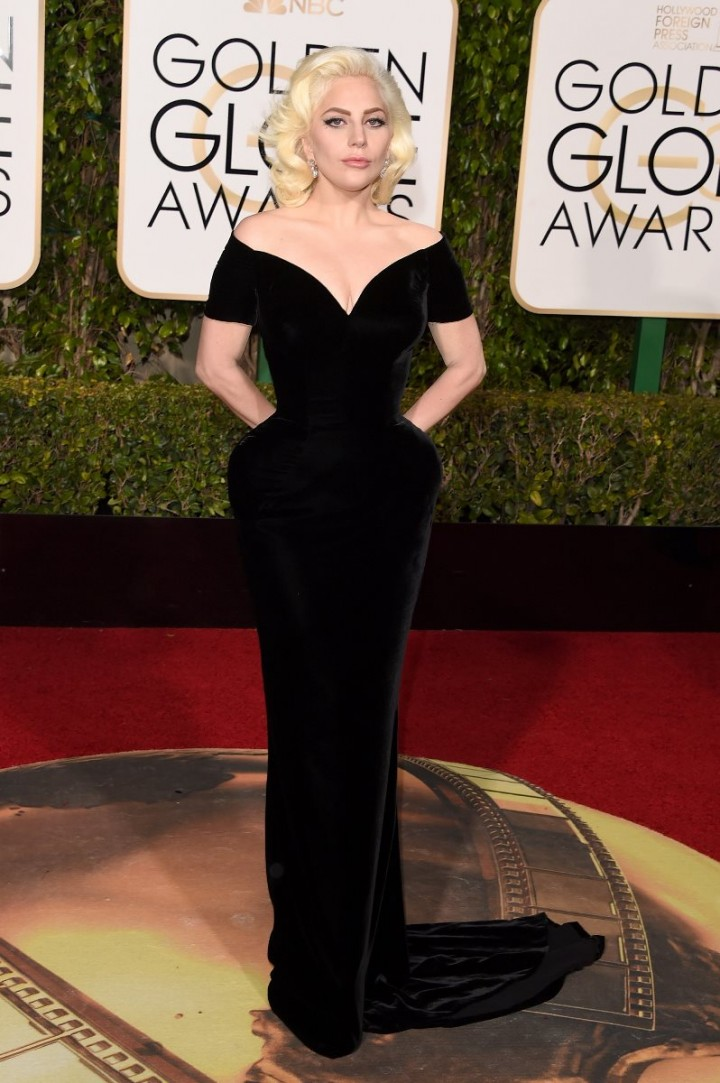 Golden-Globes-2016-Lady-Gaga-Versace