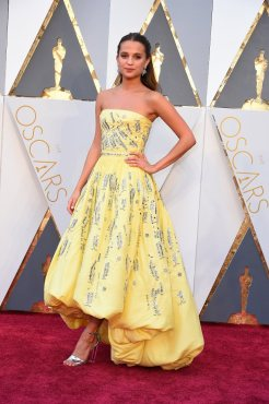 The-Oscars-2016-Best-Dressed-Alicia-Vikander-Louis-Vuitton