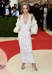 Met-Gala-2016-Lily-Rose-Depp-Chanel-Couture